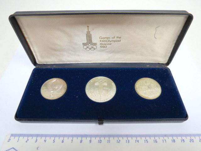 """סדרת מטבעות זכרון מכסף, אולימפיאדת מוסקבה, 1980, ע""""ס 5 רובל (2), ו-10 רובל (1)"""