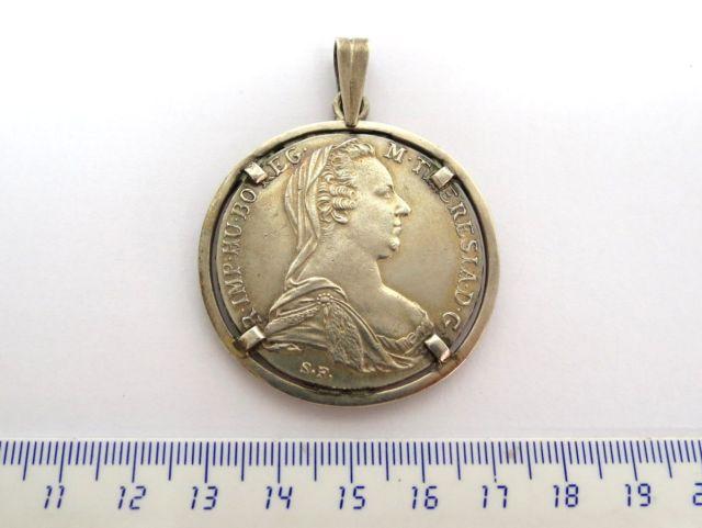 """מטבע כסף ע""""ס טאליר, מריה טרזיה 1780, רפליקה עם מסגרת תליון"""