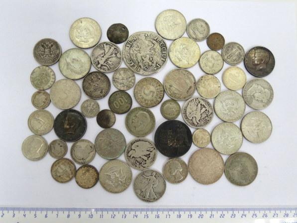 """לוט מטבעות כסף, """"כל העולם"""" כ-430 גרם"""