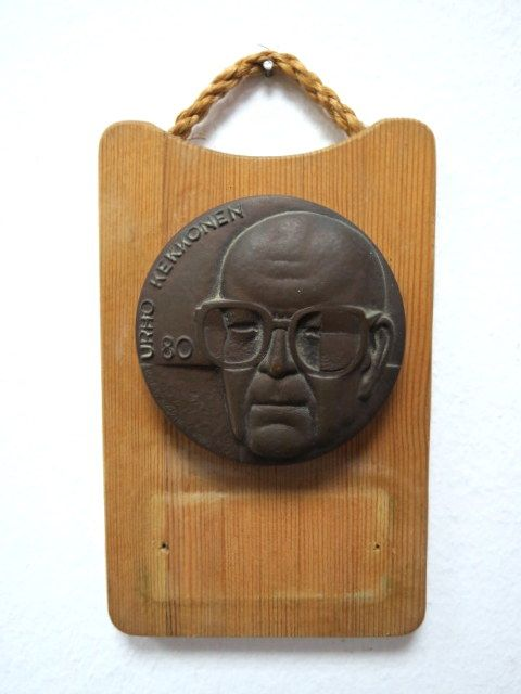 מדלית ברונזה, פינלנד לזכר Urho Kekone, שהיה ראש ממשלת ונשיא פינלנד