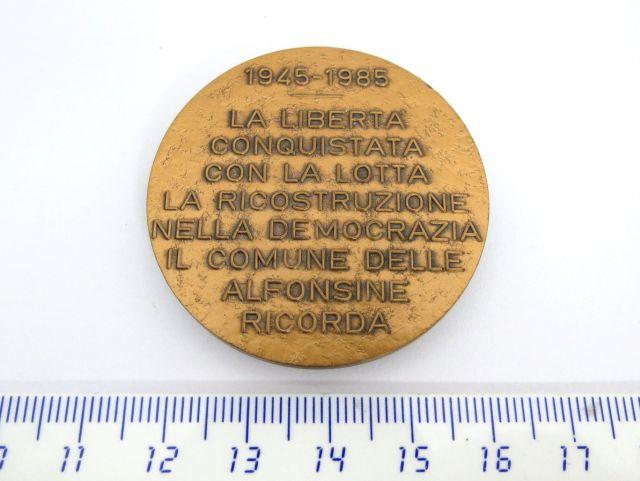 מדלית ברונזה לכבוד 40 שנה 1945-1985 להחזרת הדמוקרטיה לקהילת אלפונסין, איטליה