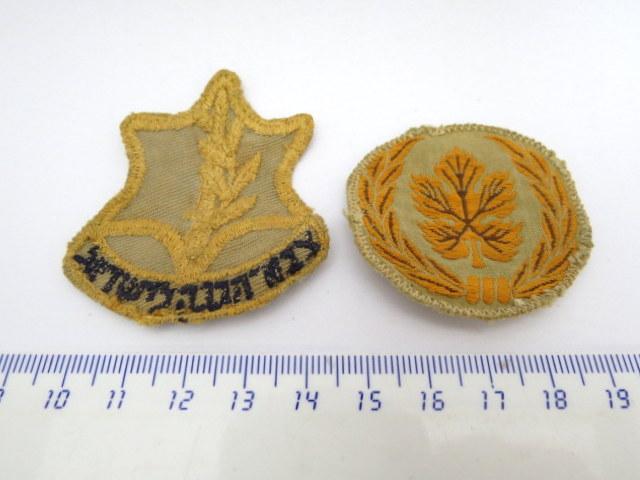 """סמל כובע ודרגת רב סמל, רקומים על בד, צה""""ל, תקופת קום המדינה"""
