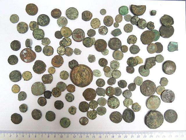 """לוט גדול של כ-120 מטבעות ברונזה ארץ ישראלים, מהתקופה הסלווקית, מאה שלישית לפנה""""ס עד לתקופה האיסלמית, מאה שמינית לספירה"""
