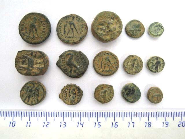 """לוט מטבעות ברונזה הלניסטיות סלווקיות ותלמיות, בין 300-100 לפנה""""ס, לא נוקו"""