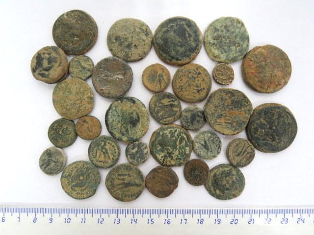 """לוט 30 מטבעות ברונזה, בית תלמיי (מצרים), מאה שלישית עד ראשונה לפנה""""ס, מצבים שונים, לא טופלו או נוקו"""