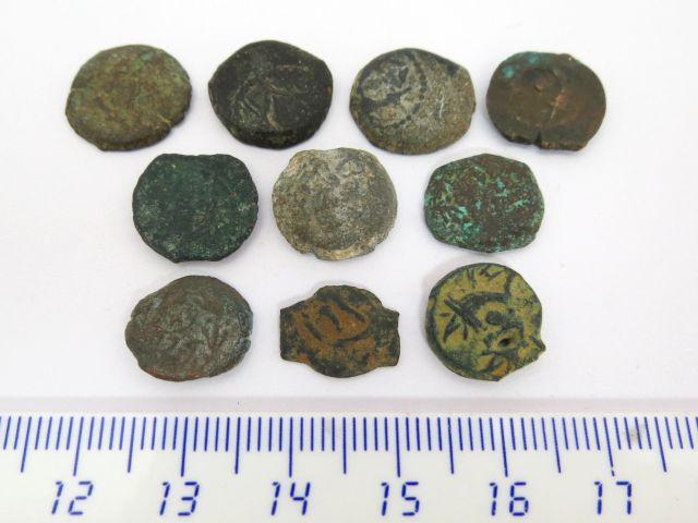 """עשר מטבעות ברונזה פרוטות בית חשמונאים, מאה שניה-ראשונה לפנה""""ס"""