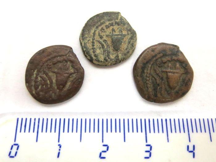 """שלוש פרוטות, שלטון הורדוס אכילאוס (הבן של הורדוס הגדול), 4 לפנה""""ס עד 6 לספירה"""