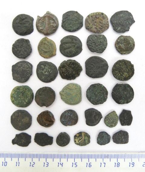 33 מטבעות פרוטות ברונזה יהודיות חשמונאים, בית הורדוס ונציבים רומים