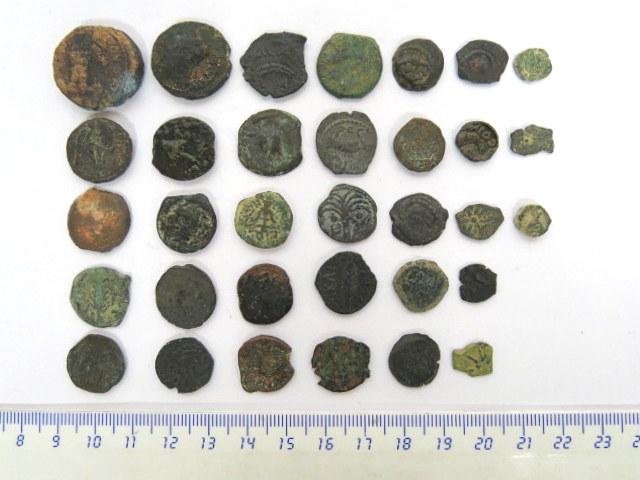 33 מטבעות פרוטותברונזה יהודיות חשמונאים, בית הורדוס ונציבים רומים