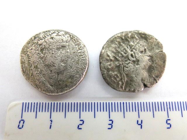 שתי בילון טטרכדרכמות מכסף מהפרובינציה המזרחית של רומא, שתיהן שלטון הקיסר Neron 54-68 CE משקלים 12, 11.2 גרם, מצב good