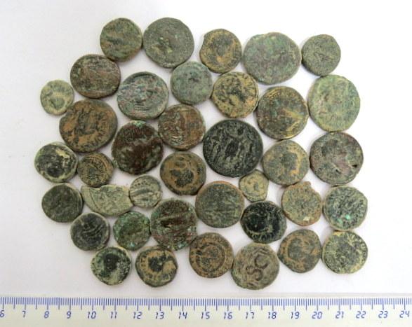 לוט עשרים ושמונה מטבעות ערים ברונזה, סוריה, פלשתינה, מצרים,מאה ראשונה עד שלישית לספירה, תקופה רומית, מצבים שונים