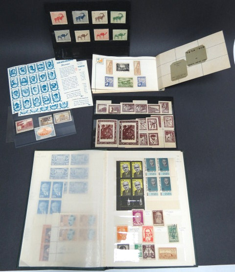 """קק""""ל אוסף בולים ותויות, כולל מיוחדים: א. 1939 חיות ארץ ישראל, גמלים ואנטילופות, בארבעה צבעים שונים (סה""""כ 8 בולים) ב. 1943 גולה פרופס בחום ג. אלבום קטן בהוצאת קק""""ל, VF"""