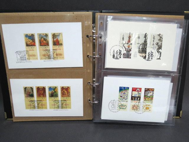אלבום עם פריטי נייר שונים:  8 תעודות מלווה (מלווה עממי וכו'), 2 תעודות מניה (זרובבל ), 13 שנות טובות עם בולים חתומים של השרות הבולאי, 18 עלוני פרסומת צורת שטרות