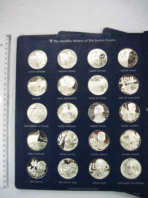 סט מדליות כסף כולל 120 מדליות כסף סטרלינג The Medalic History of the Jewish People, משקל כולל מעל 3200 גרם