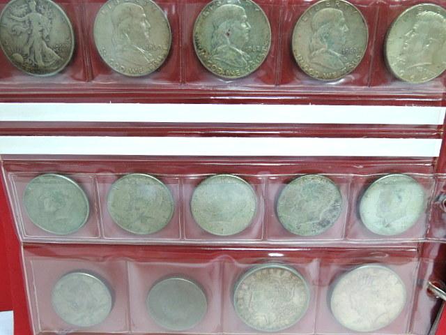 """לוט מטבעות ארה""""ב כסף 900: 1 דולר 1921, 1926, חצי דולר: 43,60,62,62,64 כסף 900 וכן 7 מטבעות חצי דולר, ניקל"""