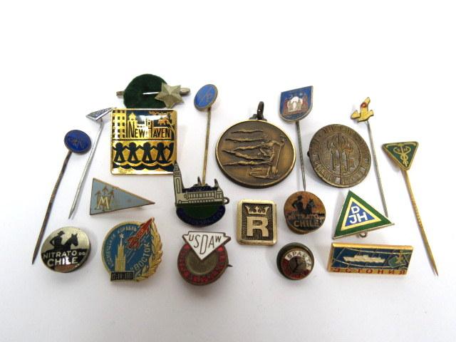 לוט של 20 סיכות וסמלים, ארצות שונות