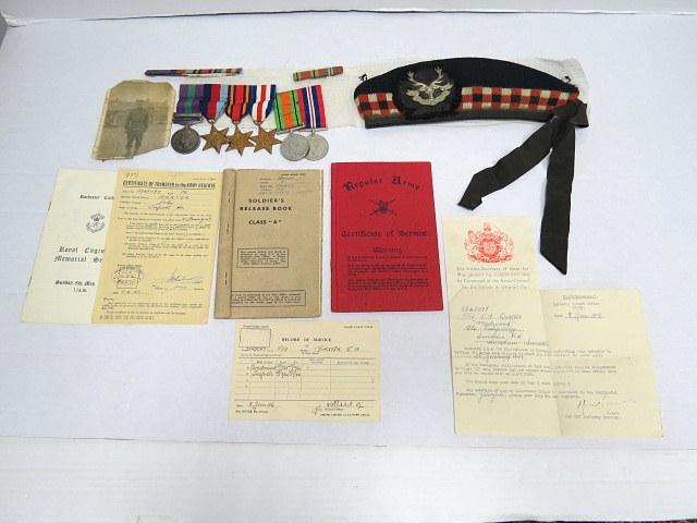 אותות צבא של חייל ששירת בצבא הוד מלכותה במלחמת העולם השניה, למעשה התגייס ליחידה הסקוטית, ב-1936 שירת בארץ ישראל, הודו בורמה ואירופה (גרמניה וצרפת), על כך קיבל את אות פלשתינה, כוכב מלחמת העולם השניה, כוכב בורמה, כוכב גרמניה צרפת, אות המלחמה ואות 1939-41, בנוסף הכומתה עם סמל היחידה ותעודות שונות
