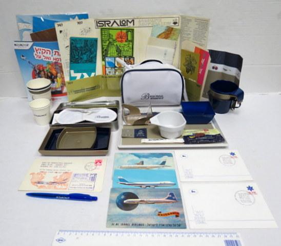 לוט גדול של פריטי אל-על הכולל: כלי אוכל, סט רחצה, עט, פריטי נייר, גלויות ועוד