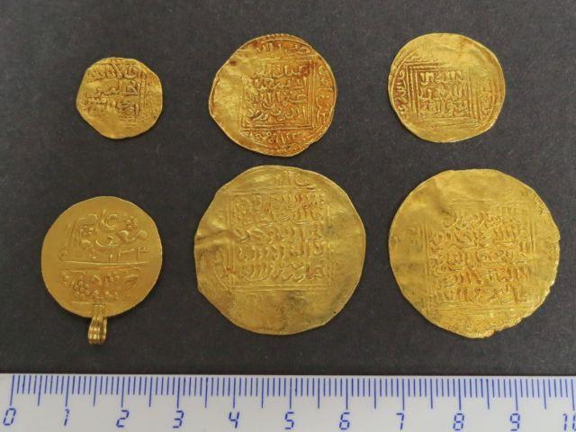 """ששה מטבעות, מרוקו, צפון אפריקה המאה ה18 וה19, ע""""ס דינר (2), חצי דינר (3) ומטבע נוסף"""
