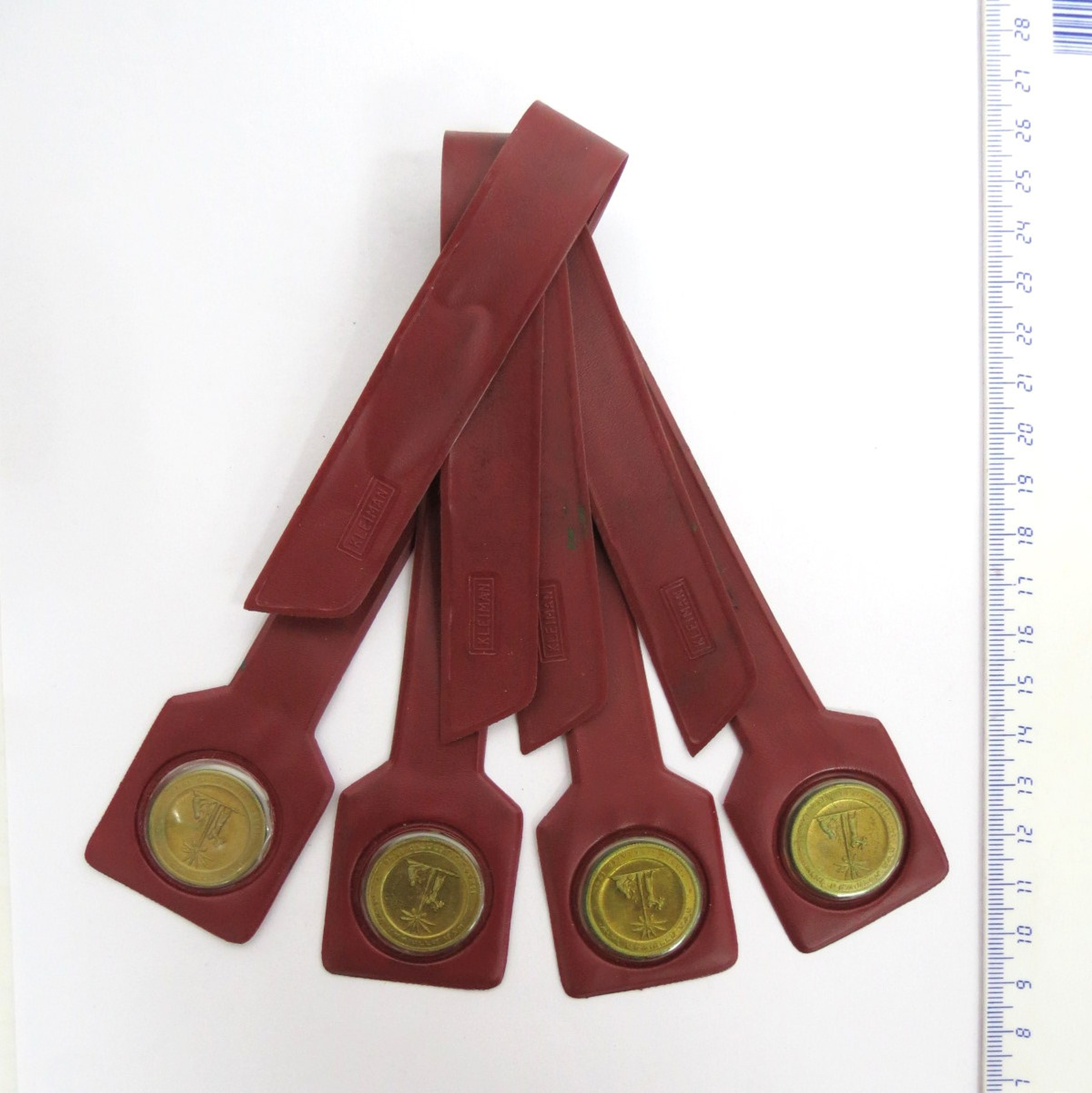 """ארבע סימניות לספר, כ""""א עם מדלית ארד קטנה """"ישראל המשוחררת"""""""