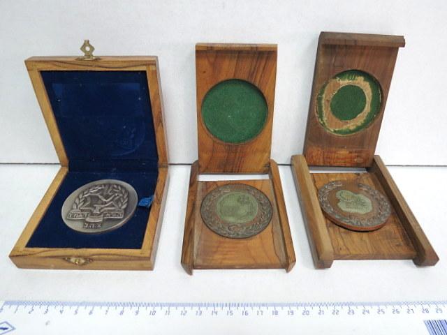 """שלוש מדליות הענקה מברונזה, לא חרוטות א. בסיס הדרכה לטירונים, בה""""ד 6, ב. האגודה למען החייל, ג. הג""""א הגמ""""ר צה""""ל"""