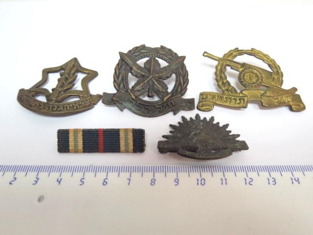 """לוט 5 סיכות צבאיות: חיל כללי, צה""""ל, חיל תותחנים, מלחמת סיני, וכן יחידת צנחנים אוסטרלית ששירתה בא""""י בזמן המנדט"""