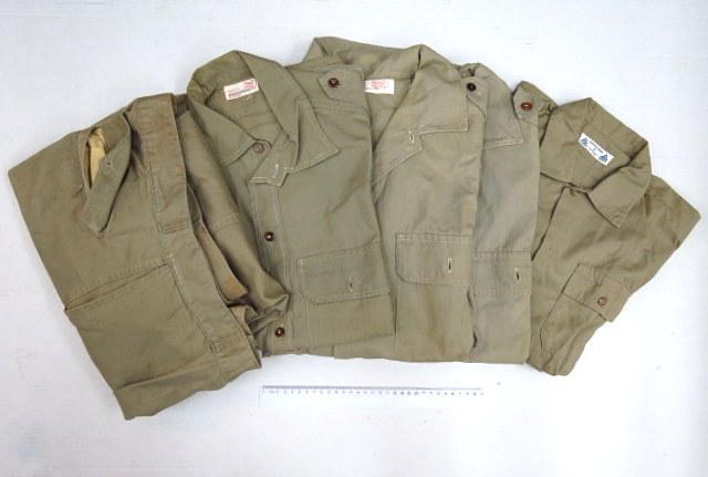 """ארבע חולצות ומכנסיים, חאקי תוצ' """"המשביר לצרכן"""", ו-""""אתא"""", ישראל, שנות ה50-60"""