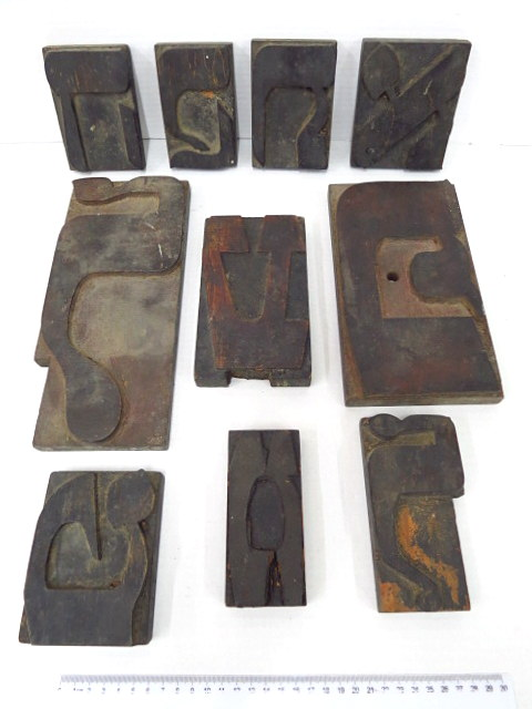 עשר גלופות עץ, אותיות דפוס עבריות גדולות, שנות ה20-30