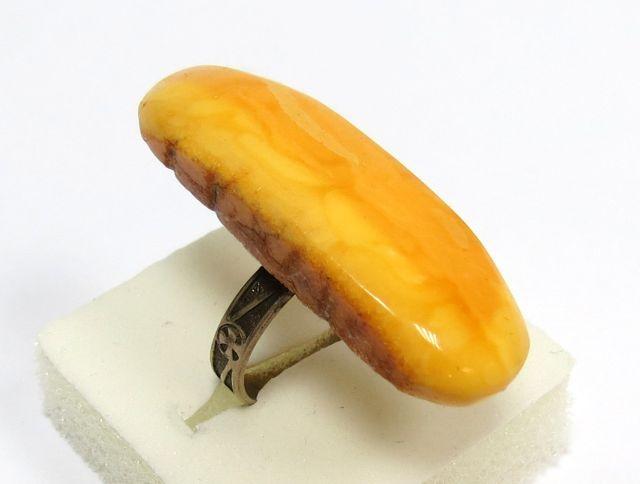 טבעת משובצת בענבר מידה 7-US