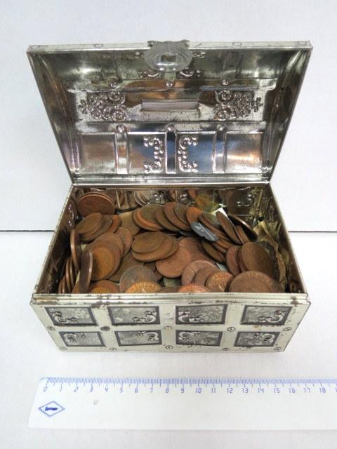 """כשנים וחצי ק""""ג מטבעות כל העולם"""