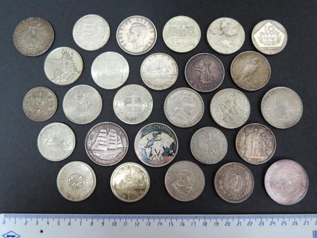 עשרים ושבעה מטבעות כסף גודל טאלר, כל העולם, משקל ברוטו 665 גרם