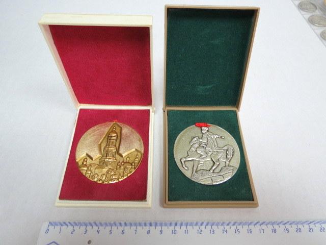 שתי מדליות זכרון, אלומיניום: קייב, אוקראינה