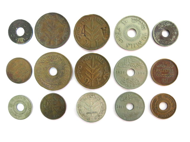 """לוט 15 מטבעות, שלטון מנדט: מצרים, 1917 (3), פלשתינה-א""""י: 50 מיל (1939), 20 מיל (1942), 10 מיל (1927), 5 מיל (3), 2 מיל (3), 1מיל (3)"""