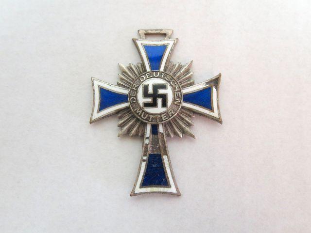 """אות צלב האם, גרמניה 16.12.1938 Mutter Kreuz , אורך 4.5 ס""""מ(פגמים)"""
