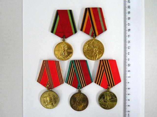 """חמש מדליות (אותות), זכרון הוענקו לווטרנים לציון גמר מלחמת העולם השניה, ע""""י בריה""""מ, כ""""א עם תעודה"""