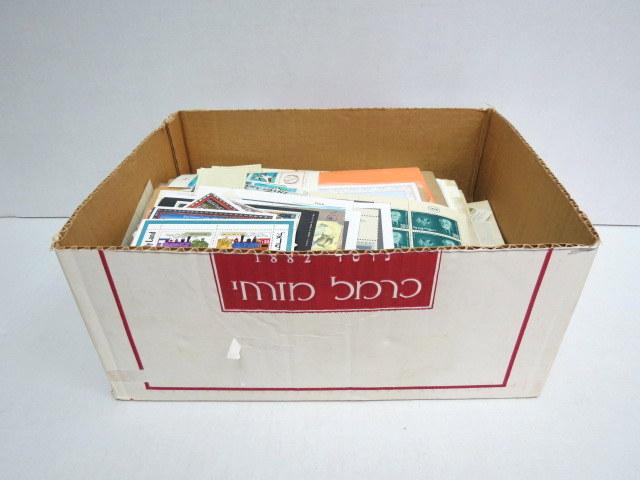 """קופסת בולי ישראל משומשים חדשים, מעטפות זכרון לחללי צה""""ל, פולדרים ועוד"""