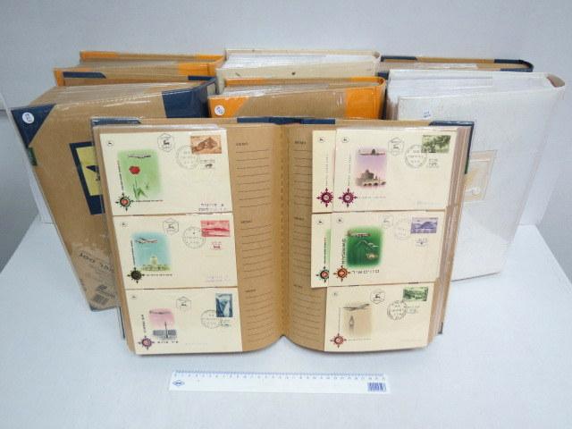 """אוסף כמעט מלא של מעטפות יום ראשון כולל שובלים וספולים ומעטפת דואר עברי 1-9, שנים 1948-2000, סה""""כ 7 אלבומים"""