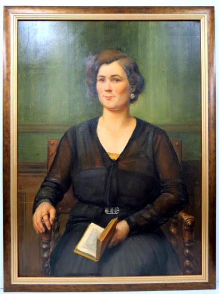 דיוקן אישה עם ספר, חתום 93X63