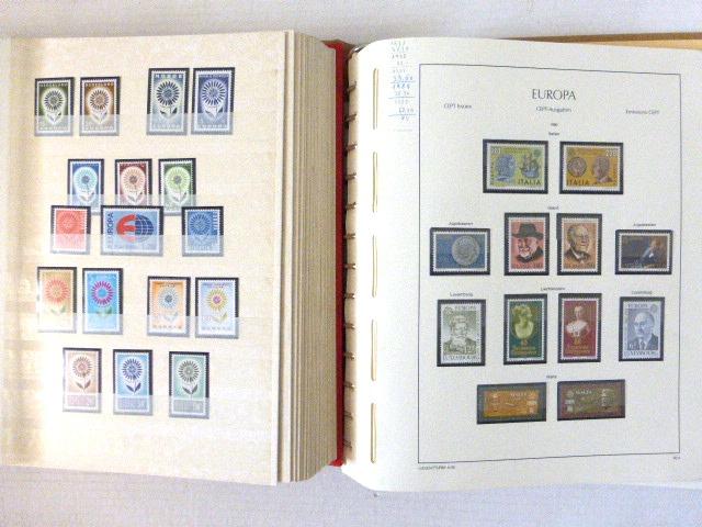 שני אלבומים עם בולי Europa ארצות אירופה 1957-1983, ערך קטלוגי 3120 EU