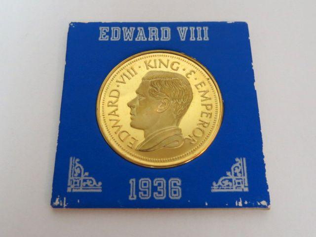 """מדליה מצופה זהב, Palestine 1936-Edward VIII King a. Emperor עם דוגמת חמש המטבעות מיל שהיו הלך חוקי בא""""י ע""""ג המטבע"""