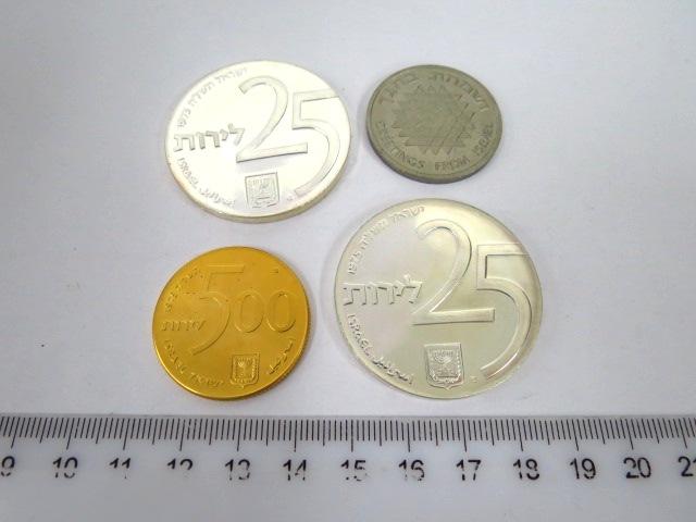"""שלושה מטבעות ואסימון, יום העצמאות ה27 תשל""""ה, כה שנים למלווה העצמאות: זהב 900, 20 גרם ע""""ס 500ל""""י, כסף 800, 30 גרם, ע""""ס 25 ל""""י קישוט ורגיל, וכן אסימון ניקל"""