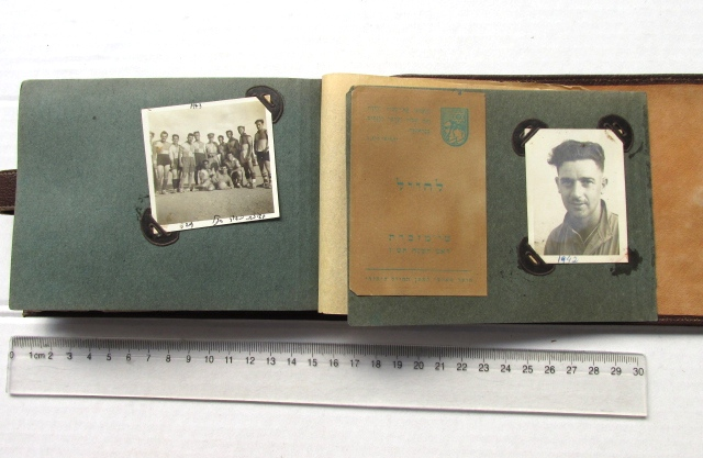 """אלבום לצילומים של הועד למען החייל היהודי א""""י, עם צילומים של חיל ארץ ישראלי בצפון אפריקה"""