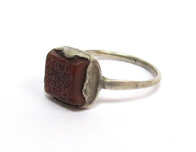 """טבעת רבנים, טוניסיה, עם אבן חותם חרוטה  """"הבוטח בשם.."""""""