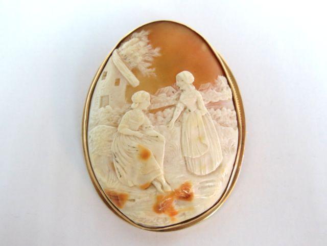 סיכת זהב עם קמאו איטלקי מגולף, המאה ה19, סצינה פסטורלית