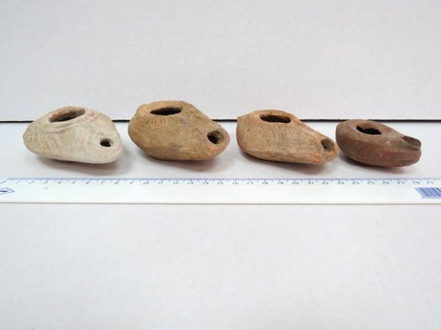 ארבעה נרות שמן מחרס, ארץ ישראל, שניים ביזנטיים, שניים שומרונים