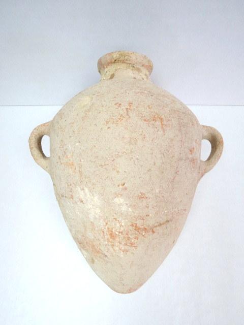 """קנקן אגירה, חרס, תקופת ברונזה תיכונה עד ברונזה מאוחרת, סביבות 1500 לפנה""""ס, גובה 53 ס""""מ, תקופת השופטים (ללא תיקונים או רפאות)"""