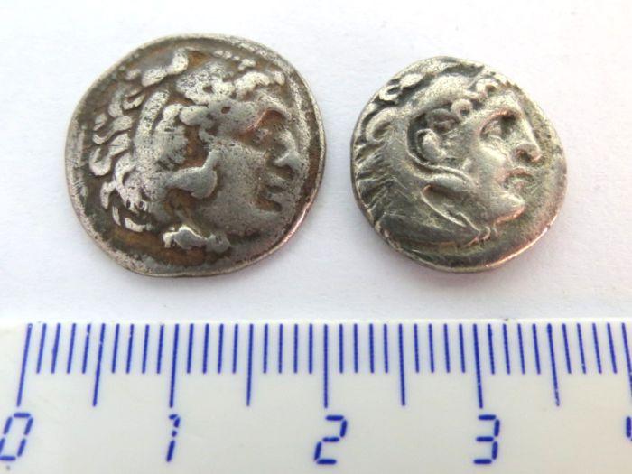 שתי מטבעות כסף, דרכמות מקדוניה, אלכסנדר הIII (הגדול), 4.1 גרם, 3.8 גרם