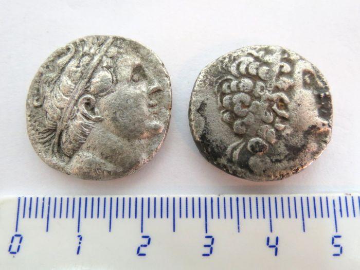 """שתי מטבעות כסף, טטרדרכמות בית תלמיי, מצרים, מאה שלישית לפנה""""ס, מצב VG"""