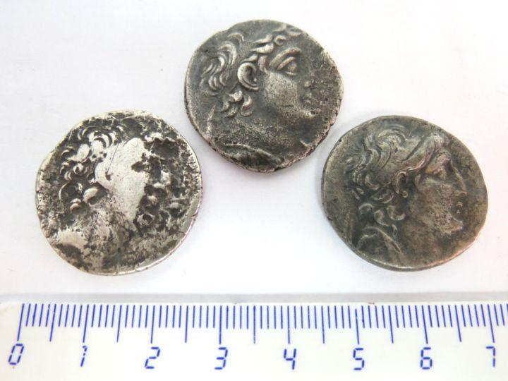 """שלושה מטבעות כסף טטרדרכמות בית סלאוקוס, סוריה, מאה שניה לפנה""""ס, מצב VG"""