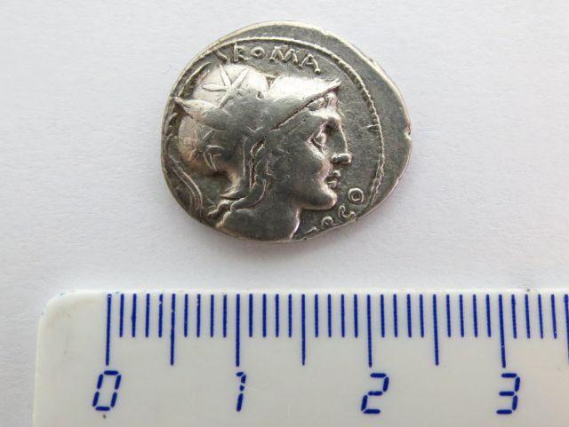 """מטבע כסף ע""""ס דינר רפובליקני, 109-108 לפנה""""ס, לותסיה Lutatia, עם תמונת אניית משוטים"""